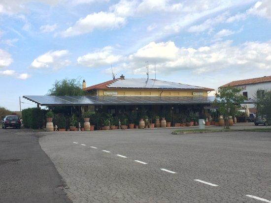 Piancastagnaio, Italia: Ristorante da Mario - La veranda