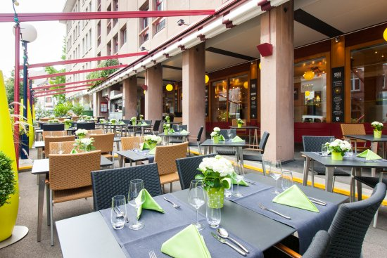 Hotel Basel: Boulevard Terrasse