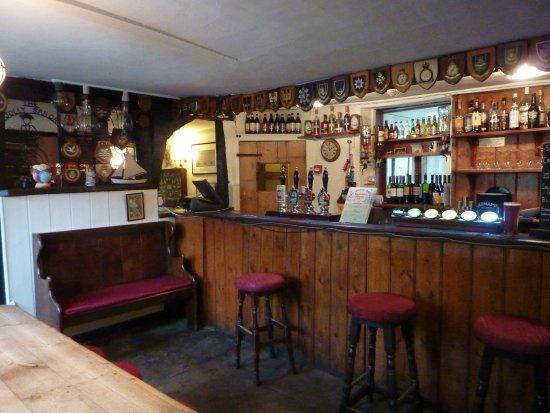 Jolly Sailor Inn & Pub: The bar area pic Michael Webb