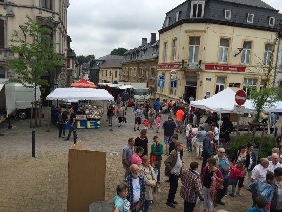 Neufchateau, Bélgica: Om de week op zaterdagmorgen streekmarkt.