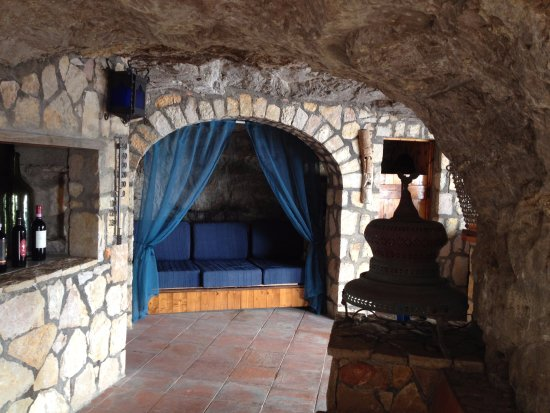 La Grotta dei Fichi: Doesn't every bar need somewhere to have a nap?
