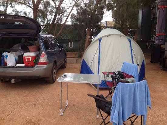 Oasis Coober Pedy Tourist Park: camping, just used our bigger pigs as the ground is very hard