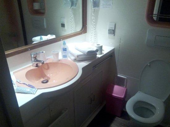 Salle de bain/wc avec baignoire - Picture of Hotellerie l\'Epi d\'Or ...