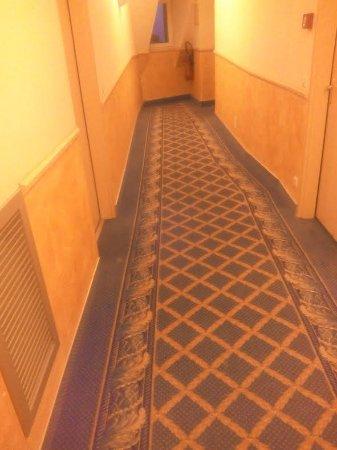 Blonville sur Mer, Francia: Couloir avec petite moquette moche