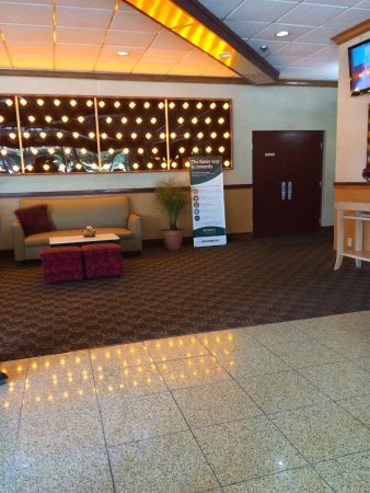 Quality Inn: Motel Lobby