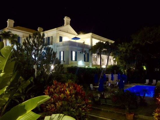 Rosedon Hotel: Rosedon at night