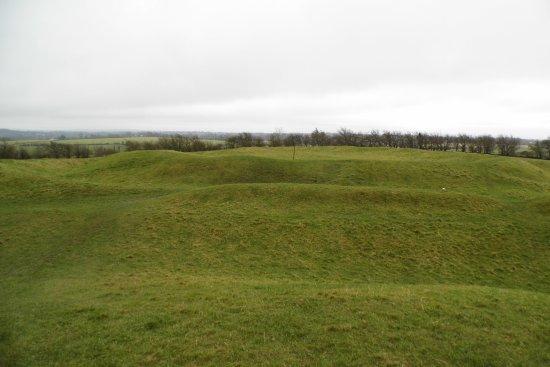 Navan, Ierland: Iron Age forts .