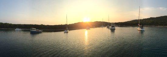 Zirje Island, Croazia: Ankerbucht bei Konoba Stubica