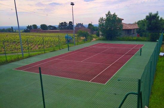 Fleurie, Francia: le cour de tennis