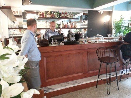 Kantin: bar section