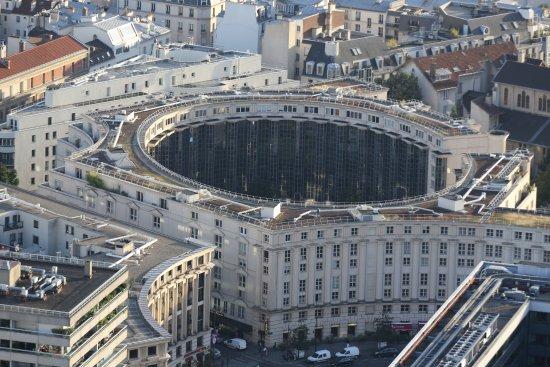 Paris 14 me b timent circulaire juxtaposant la gare for Piscine montparnasse