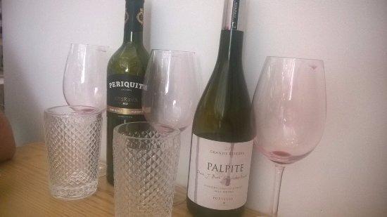 Амадора, Португалия: Têm uma excelente exposição de vinhos