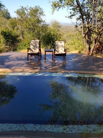 Madikwe Game Reserve, África do Sul: Private pool and deck with a view.