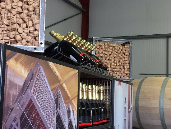 Tenterden, UK: Sparkeiling wine cork machine