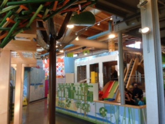 Bentonville, Αρκάνσας: Climbing and exploring is part of the fun