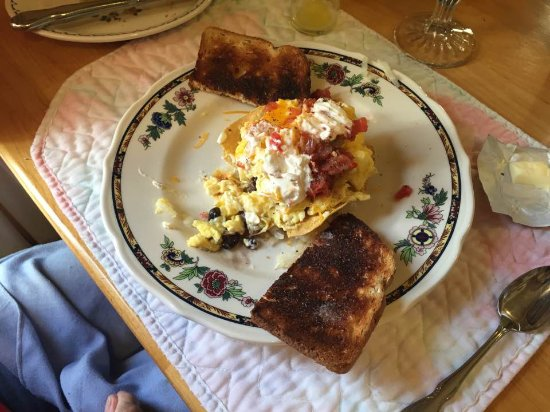 South Cle Elum, วอชิงตัน: The rooms come with breakfast. Seating at 8 or 9 am. Excellent Cook!