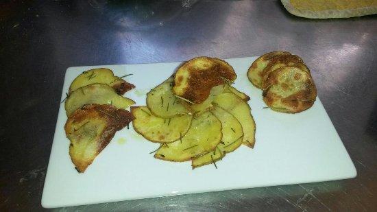 Valfabbrica, Italia: Alcuni piatti di semplice lavorazione ma di estrema ricercatezza nella cura...dal salato alle de