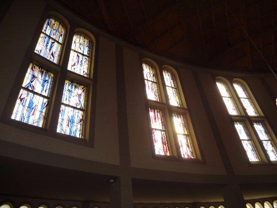 Stegen, ألمانيا: Stegen Kirche Herz-Jesu (vitraux)