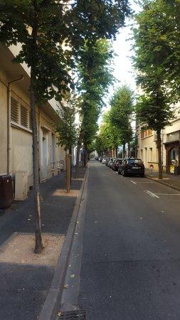 Arverna Citotel Vichy: la rue de l'hôtel