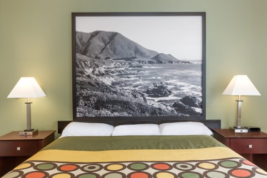 Super 8 Monterey: One King Bed