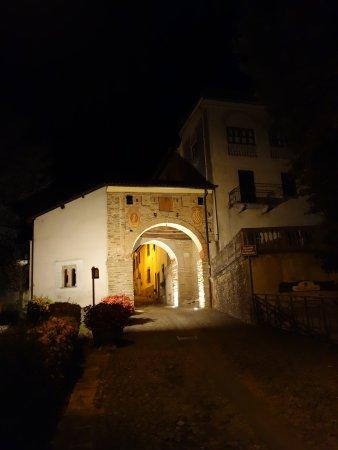 Le B&B est accolé à la porte d'entrée de la vieille ville de Cremolino
