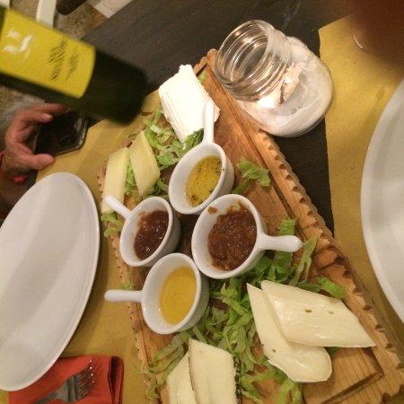Civita Castellana, Italien: Tagliere di formaggi con mostarde dolci