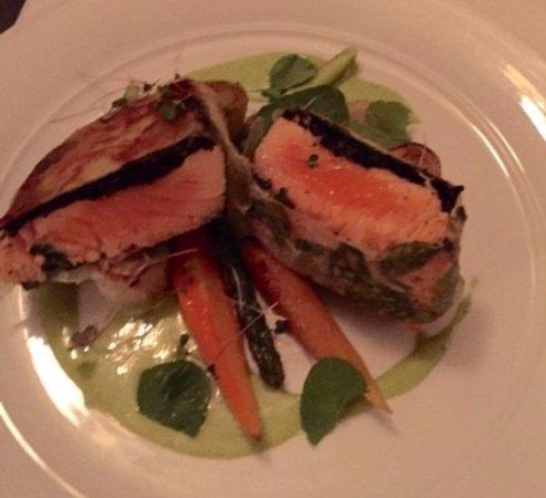 Ocean Cape Arundel Inn : How about Salmon for dinner?
