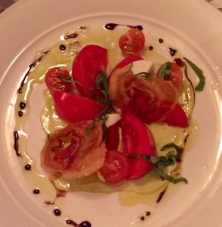 Ocean Cape Arundel Inn : Fresh tomatoes, yummy!