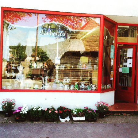 Goring, UK: Barbara's Antique and Bric-a-Brac Shop