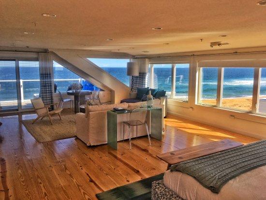 Blue - Inn on the Beach: Oceanview Lark Suite