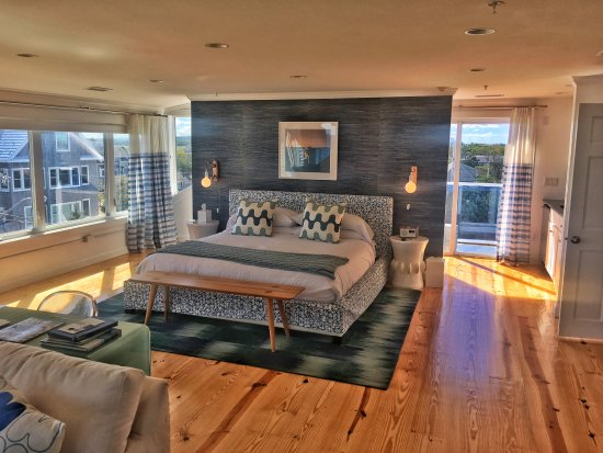Blue - Inn on the Beach: Oceanview Lark Suite