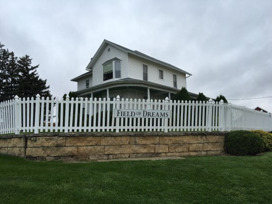 Dyersville, IA: Field of Dreams house, the owner still lives here.
