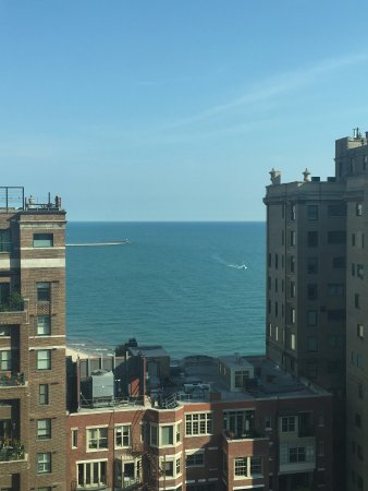 Hilton Chicago/Magnificent Mile Suites: Lake view from room at northeast corner