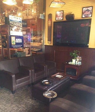 Bayside, NY: Chill in the VIP lounge at Harry's Habana Hut