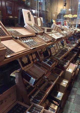 Bayside, NY: Too many good choices of cigars!