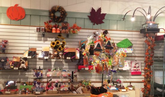 Manchester, Вермонт: Our store is so colorful & fun! Each season has it's own special look & goodies!