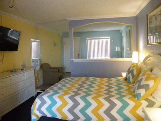 Pelican Pointe Hotel and Resort: Standard Unit