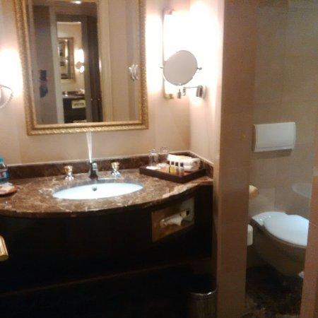 Sheraton Amman Al Nabil Hotel: salle de bain