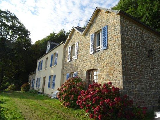 Roz-sur-Couesnon, France : La très jolie longère d'Hildegarde au soleil levant