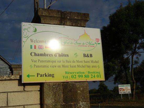 Roz-sur-Couesnon, France : Le Panneau du Fief des Amis du Mont au bord du chemin d'accès