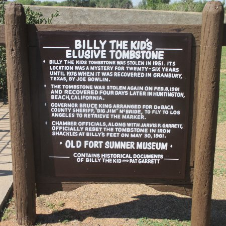 Fort Sumner, Nuevo Mexico: Story of headstone stealing.