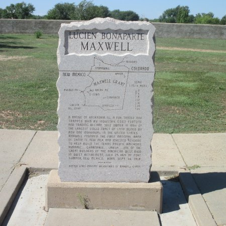 Fort Sumner, Nuevo Mexico: Largest land owner grave site.