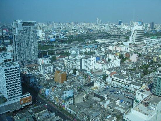 Amari Watergate Bangkok: Вид из окна номера.