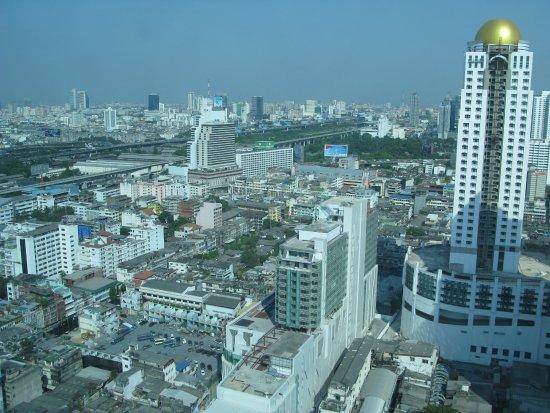 Amari Watergate Bangkok: Вид на город с 32 этажа нашего номера.