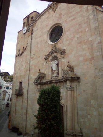 Hotel Tonet: Church in the square