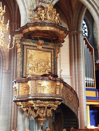 Uppsala, İsveç: pregevoli opere artistiche che decorano molti punti della chiesa