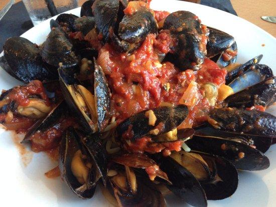 New Bedford, MA: mussels fra diablo