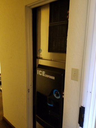 Harrison, AR: Ice Maker on 2nd Floor (works great)