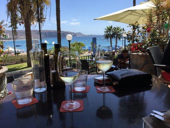 Friends Lounge Bar & Restaurant : photo0.jpg