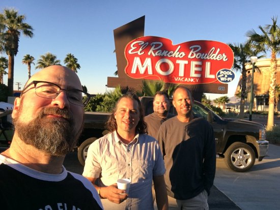 El Rancho Boulder Motel: Me and the guys